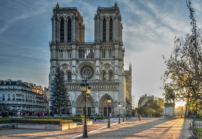 Paris, Banks of the Seine(ノートルダム大聖堂)