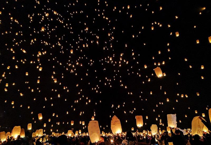 Loi Krathong(コムローイ祭り・イーペン祭り)